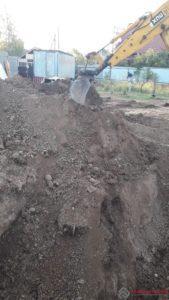 Геология участка требует сложного фундамента. Лента с опорной подошвой.