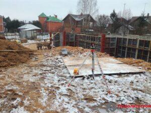 А рядом кирпичные дома из девяностых… Вот как теперь дорабатывать такие постройки? …. Реконструкция…