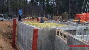 А это вторая часть верхней плиты. Из-за сложности конструкции работы делаем в два этапа.